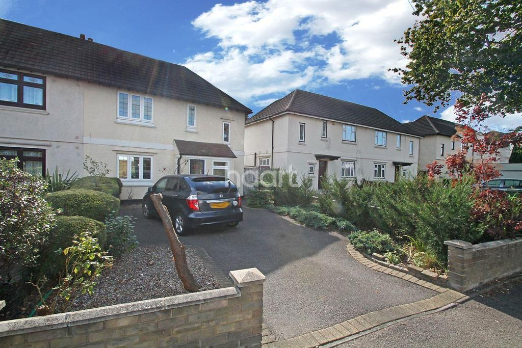3 Bedrooms Semi Detached House for sale in Squirrels Heath Road, Harold Wood, RM3 0NA