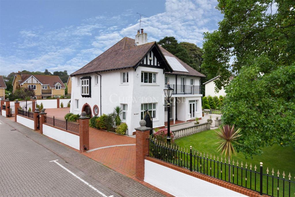 4 Bedrooms Detached House for sale in Sully, Vale of Glamorgan
