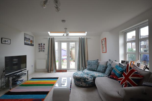 3 Bedrooms End Of Terrace House for sale in Cotton Close, Mitcham, CR4