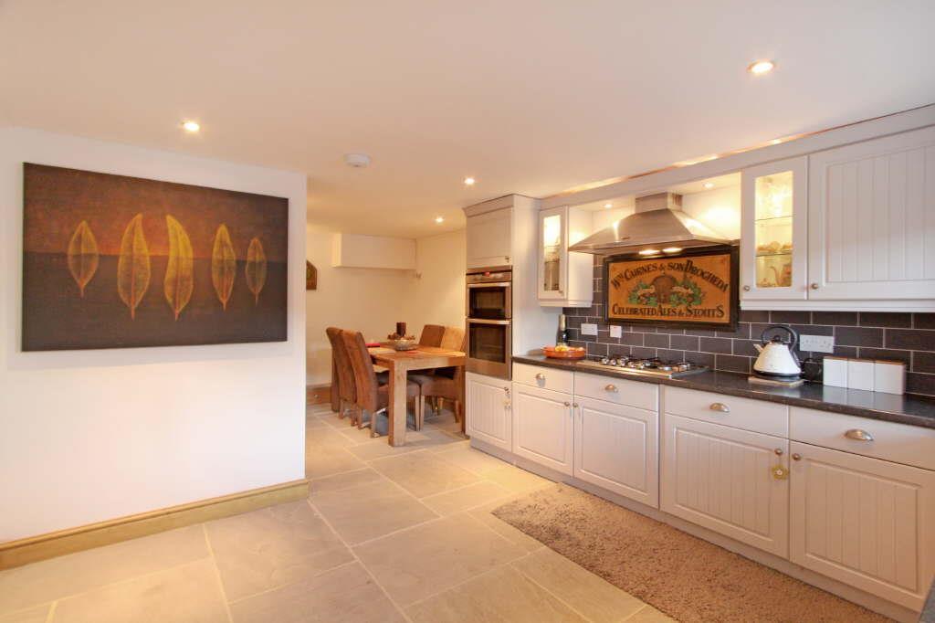 2 Bedrooms Terraced House for sale in High Row, Summerbridge