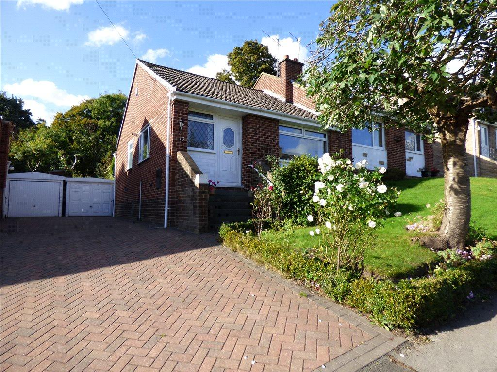 2 Bedrooms Semi Detached Bungalow for sale in Langley Lane, Baildon, West Yorkshire