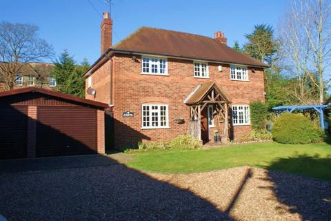 4 bedroom detached house to rent - Sonning-on-Thames, Berkshire.