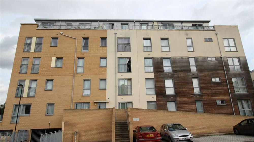 2 Bedrooms Flat for sale in Domus Court, 23 Fortune Avenue, Edgware, middlesex