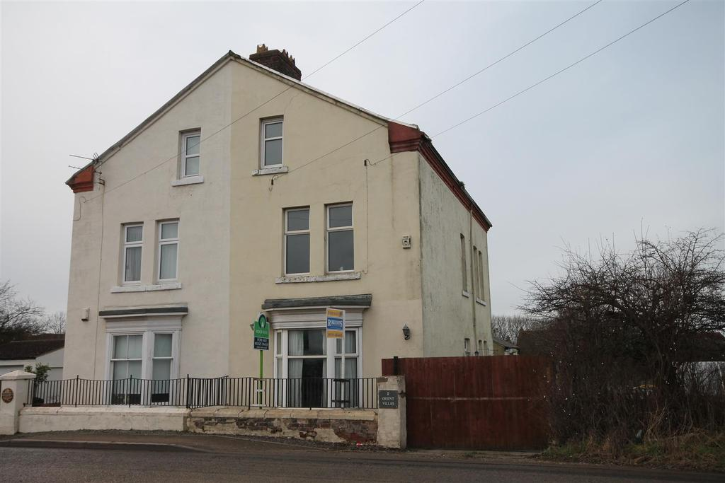 4 Bedrooms Semi Detached House for sale in Sadberge Road, Middleton St. George, Darlington