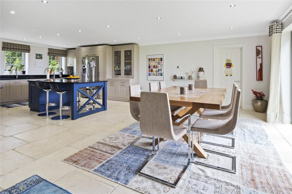 5 Bedrooms Detached House for sale in The Gardens, Esher, Surrey, KT10