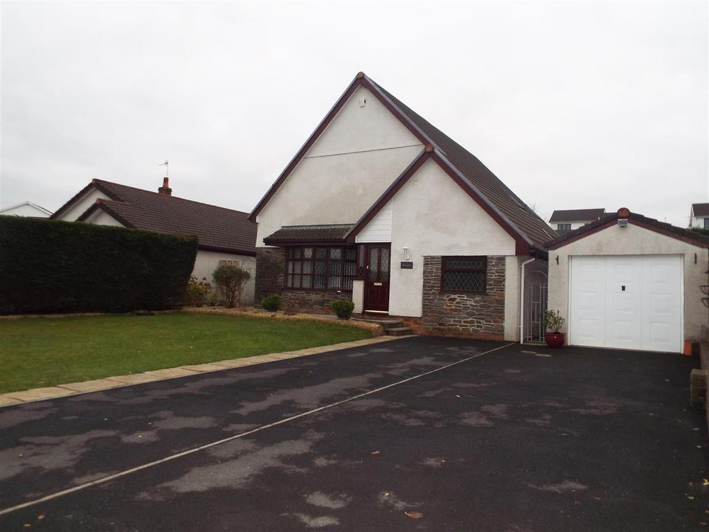 5 Bedrooms Detached House for sale in Llangennech