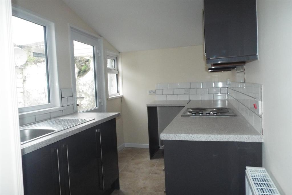 2 Bedrooms Terraced House for sale in Kidwelly