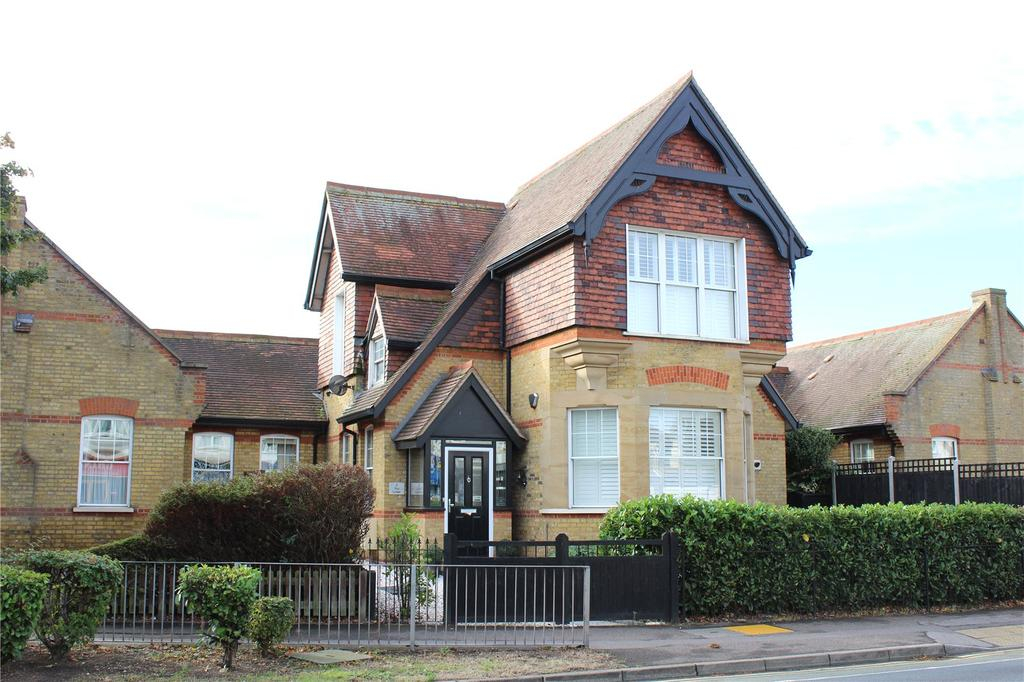 3 Bedrooms Link Detached House for sale in The Lodge, Hornchurch Road, Hornchurch, RM11