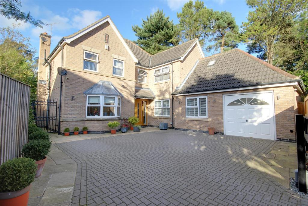 5 Bedrooms Detached House for sale in 44 West Leys Road, Swanland