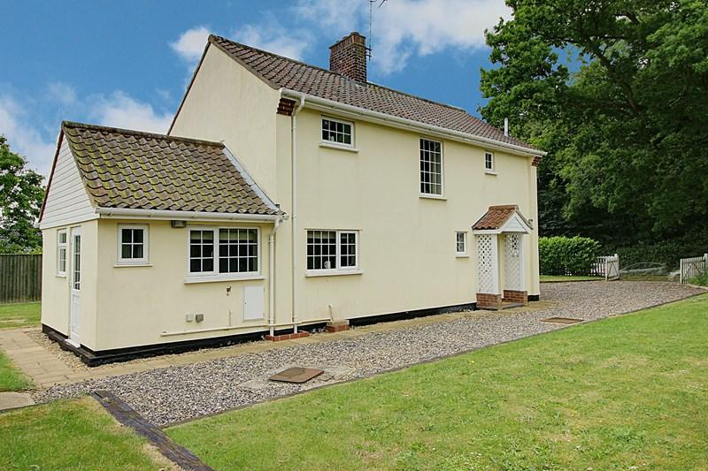 3 Bedrooms Detached House for sale in Bradenham, Thetford