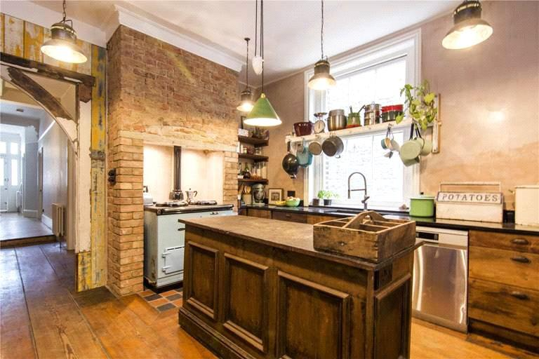7 Bedrooms Semi Detached House for sale in Sprowston Road, London, E7