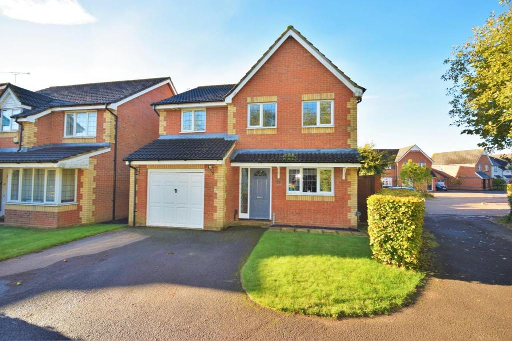 4 Bedrooms Detached House for sale in Park Village, Basingstoke, RG24