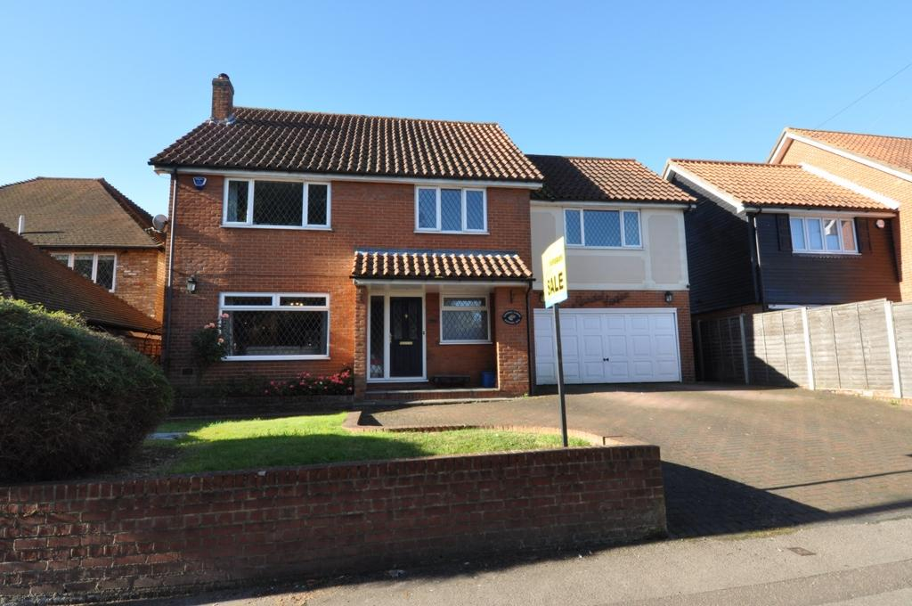 5 Bedrooms Detached House for sale in Kendal Avenue, Epping, CM16
