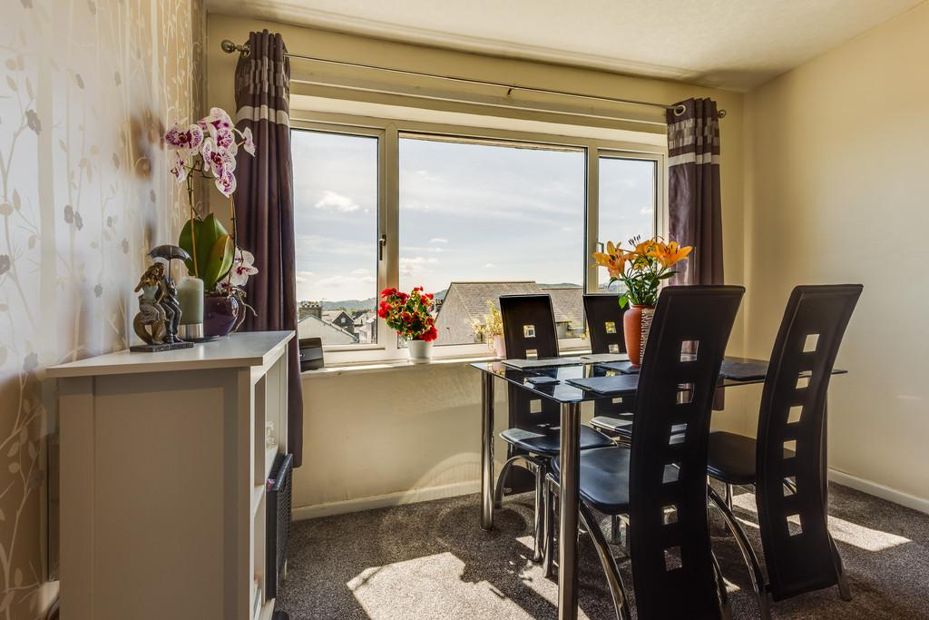 2 Bedrooms Flat for sale in 27 Orrest Drive Flats, Orrest Drive, Windermere, Cumbria, LA23 2LE