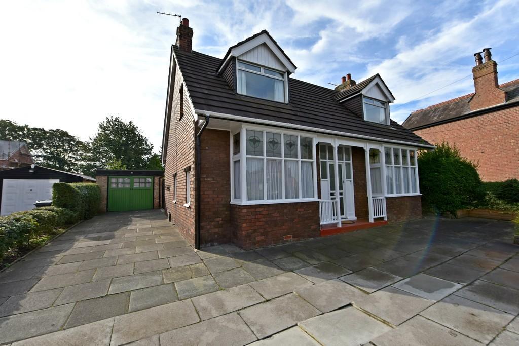 4 Bedrooms Detached House for sale in Square Lane, Burscough