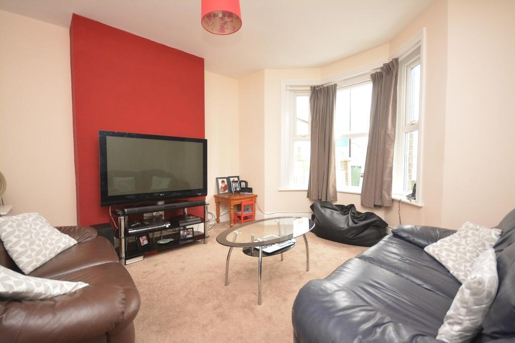 3 Bedrooms Semi Detached House for sale in Falcon Road, East Cowes