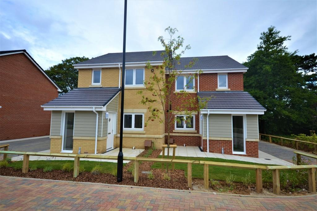 2 Bedrooms Semi Detached House for sale in Sycamore Drive, Bembridge