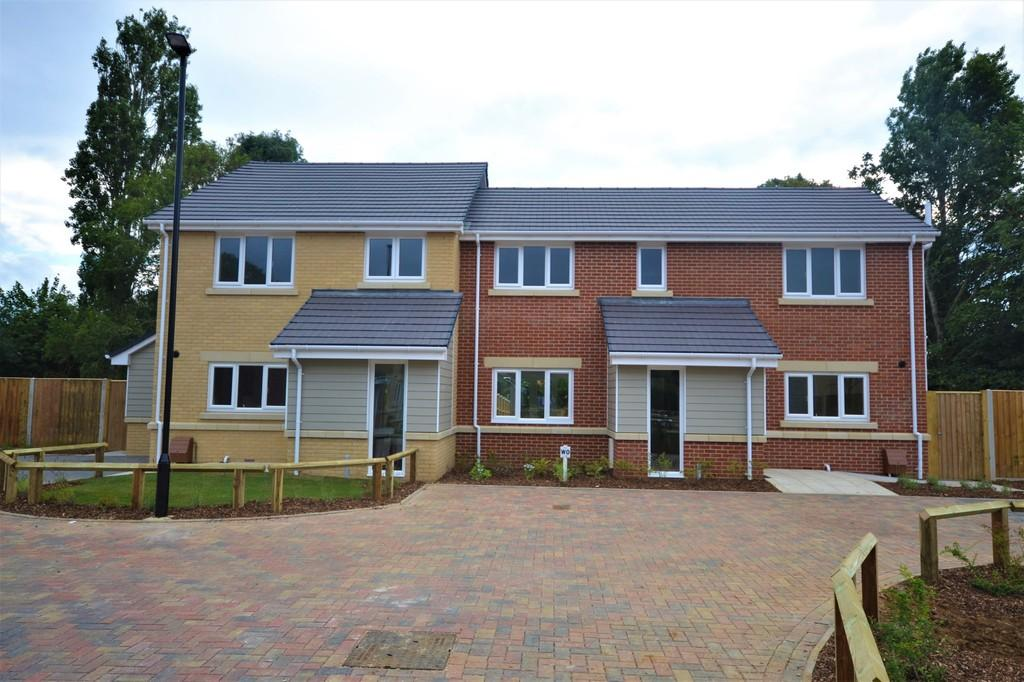 3 Bedrooms Semi Detached House for sale in Sycamore Drive, Bembridge