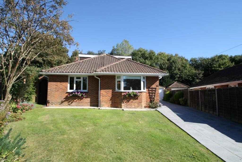 3 Bedrooms Detached Bungalow for sale in Pines Avenue, Worthing, BN14 9JQ
