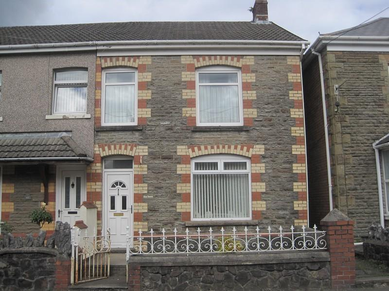 3 Bedrooms Semi Detached House for sale in Station Road, Ystradgynlais, Swansea.