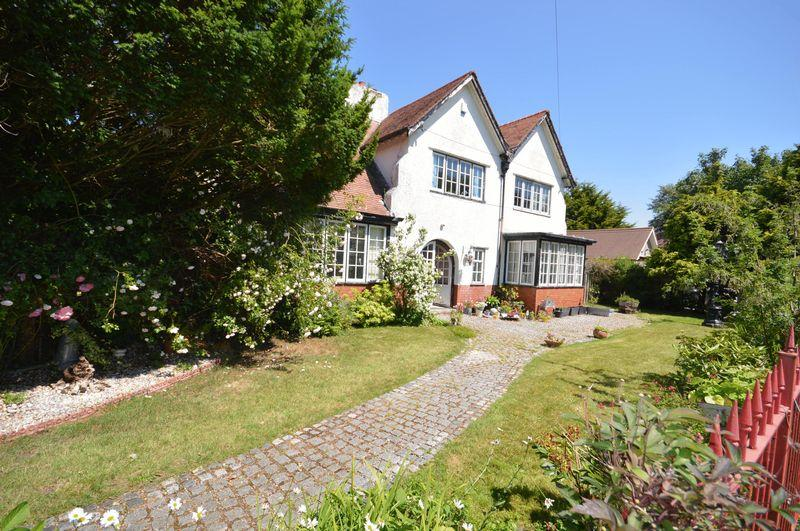5 Bedrooms Detached House for sale in Winnington Road, Hoylake