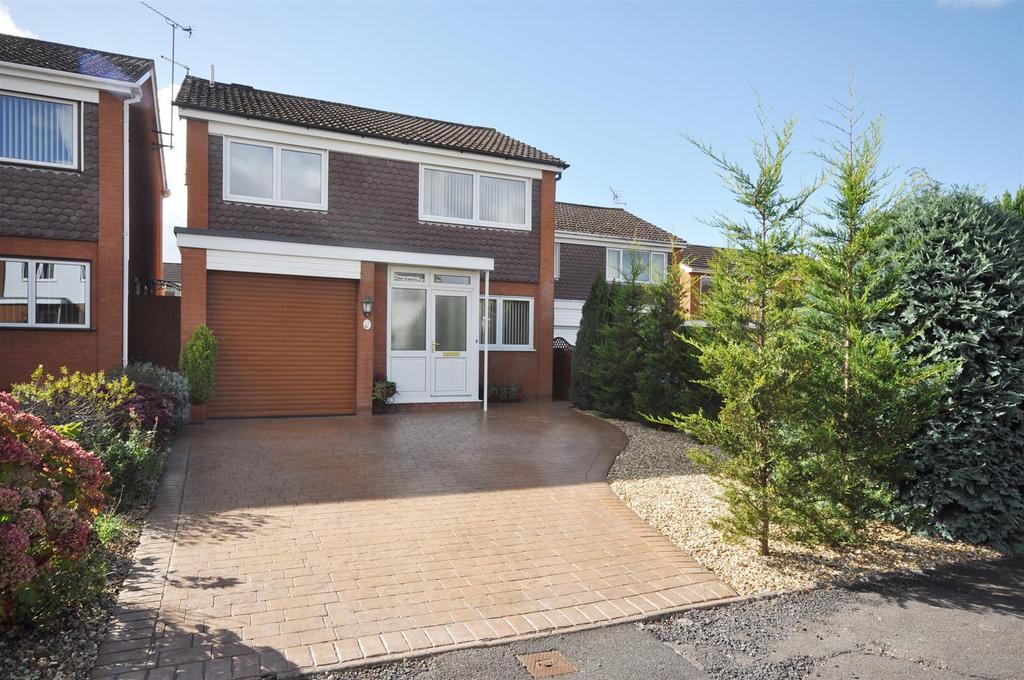 4 Bedrooms Detached House for sale in Blagdon Crescent, Taunton