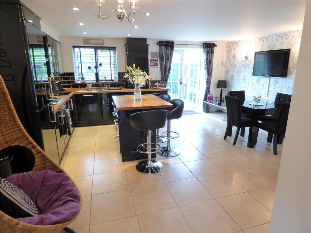 4 Bedrooms House for sale in Nann Hall Glade, Cleckheaton, BD19