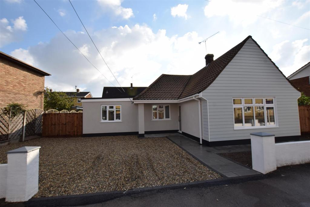 3 Bedrooms Detached Bungalow for sale in Elder Tree Road, Canvey Island