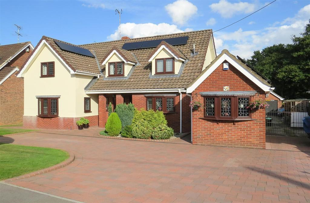 4 Bedrooms Detached House for sale in Wyatts Green Lane, Wyatts Green