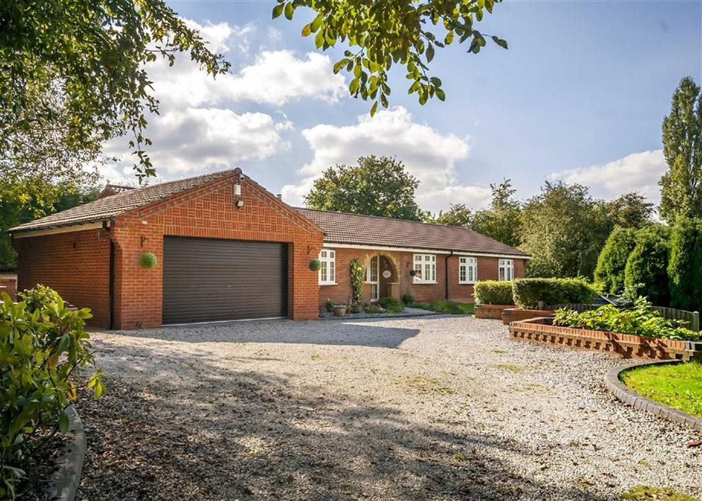 4 Bedrooms Detached Bungalow for sale in Mansfield Road, Bramley Vale, Chesterfield, S44