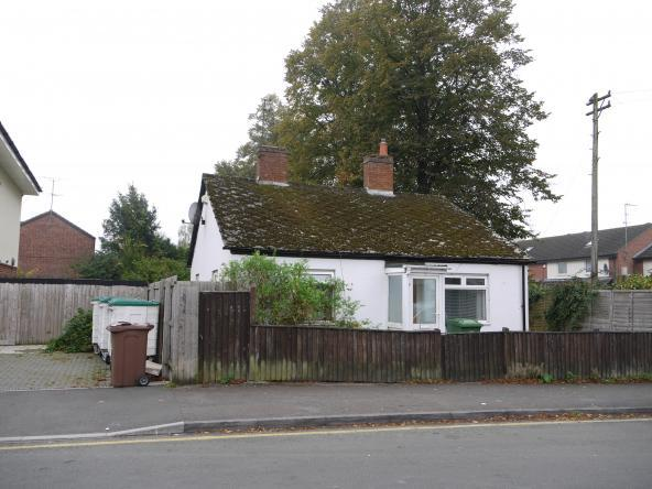3 Bedrooms Bungalow for sale in Whaddon Road, Cheltenham, GL52 5NE