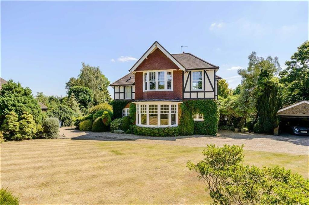 6 Bedrooms Detached House for sale in Hadley Highstone, Barnet, Herts, EN5