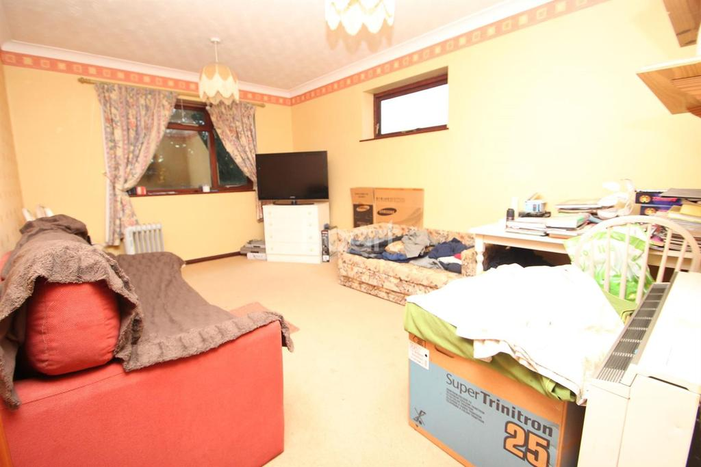 1 Bedroom Flat for sale in Main Road, Kesgrave