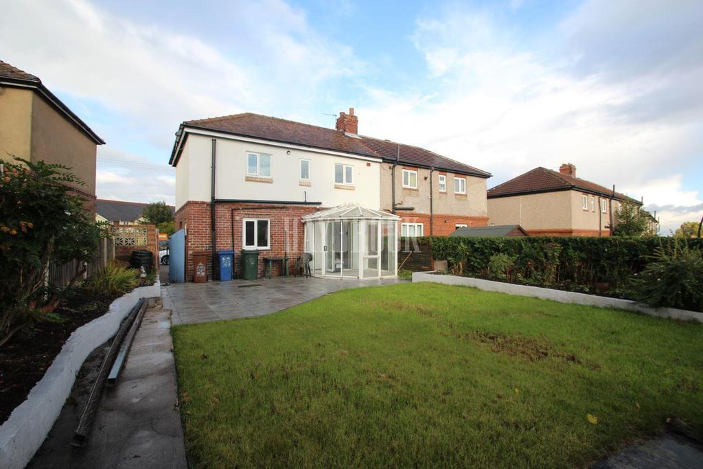 3 Bedrooms Semi Detached House for sale in Birk Avenue, Kendray