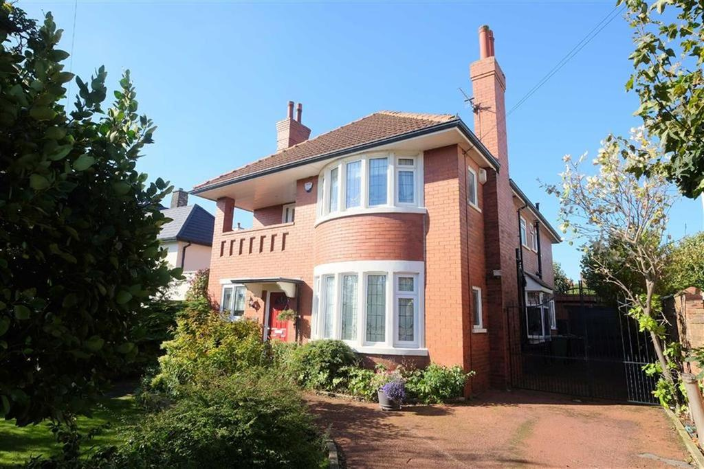 4 Bedrooms Detached House for sale in Cyprus Avenue, Fairhaven, Lytham St Annes
