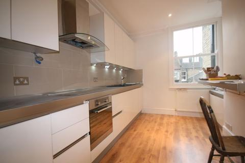 2 bedroom flat - Handforth Road, Oval