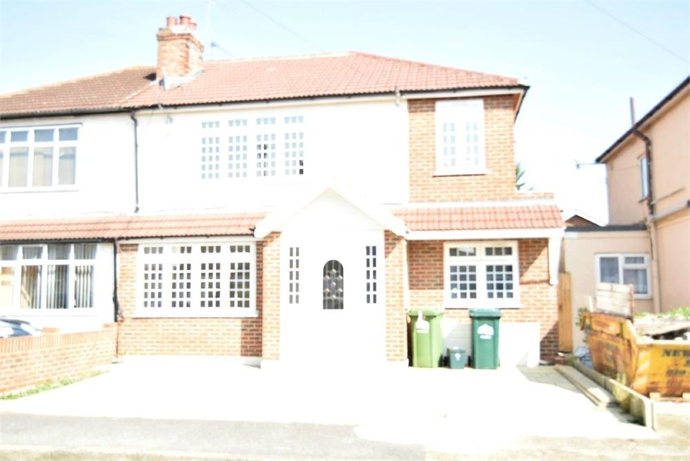 4 Bedrooms Semi Detached House for sale in Willowbrook Road, Staines-upon-Thames, Surrey