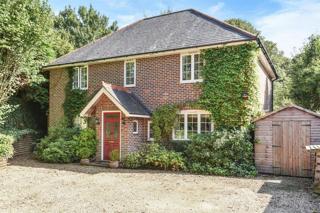 3 Bedrooms Detached House for sale in Ropley, Alresford, Hampshire