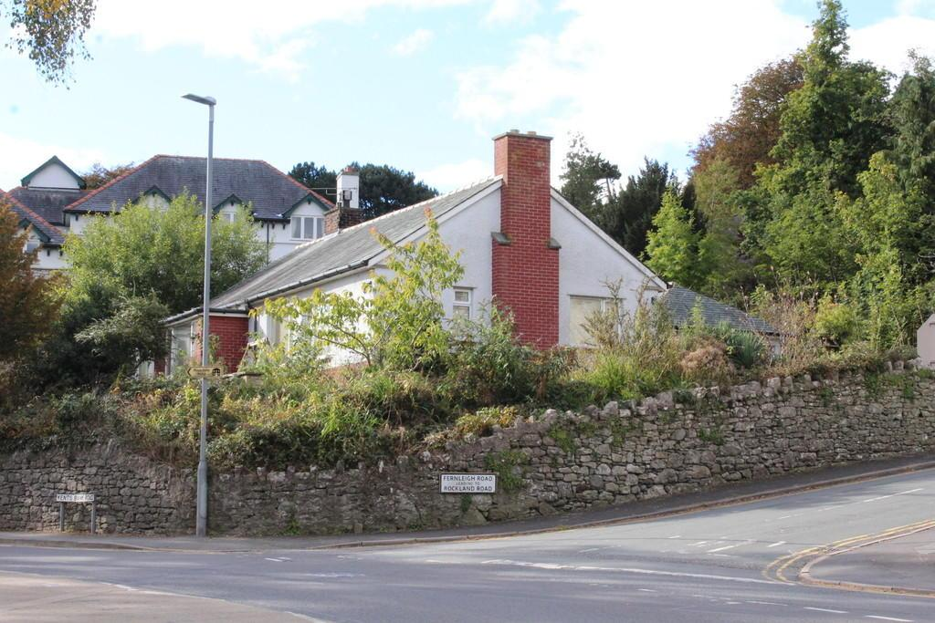 3 Bedrooms Detached Bungalow for sale in Pine Trees, Fernleigh Road, Grange over Sands