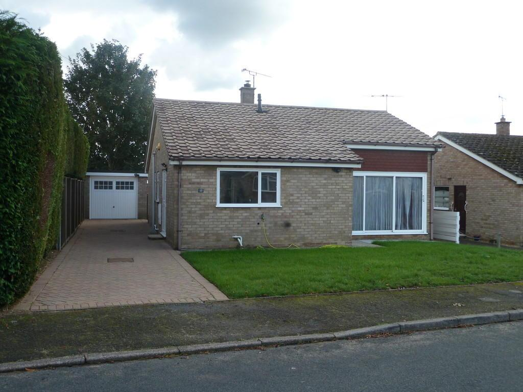 3 Bedrooms Detached Bungalow for sale in Highfields Drive, Lakenheath