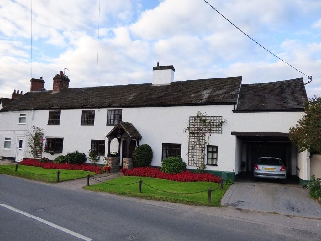 4 Bedrooms Semi Detached House for sale in Burton Road, Rosliston, Derbyshire