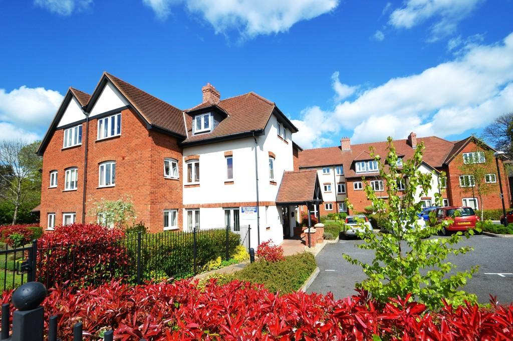 2 Bedrooms Flat for sale in Holme Oaks Court, Cliff Lane, Ipswich, Suffolk, IP3 0PE