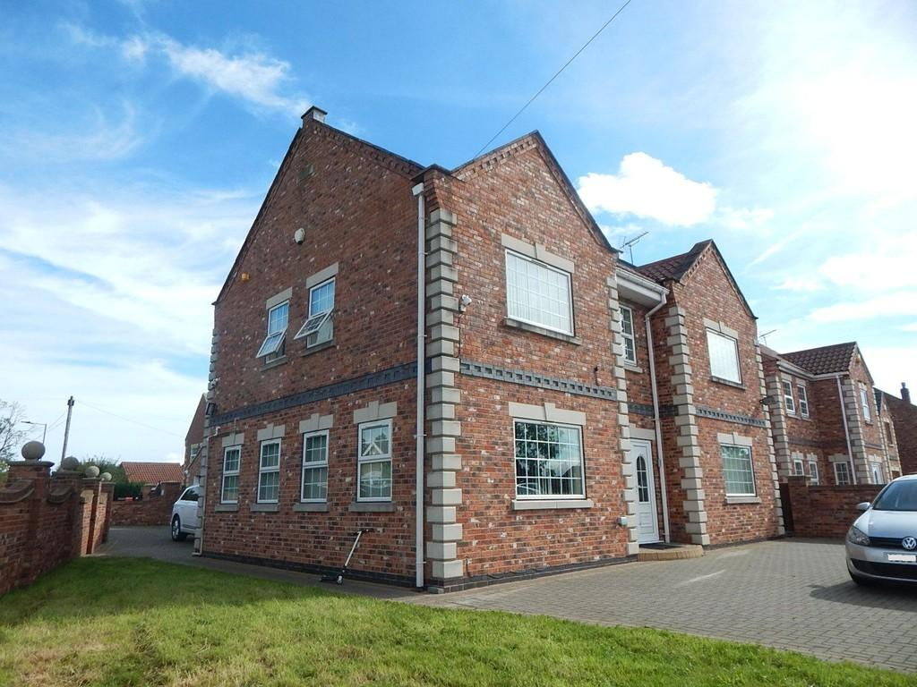 5 Bedrooms Detached House for sale in Moss Road, Moss