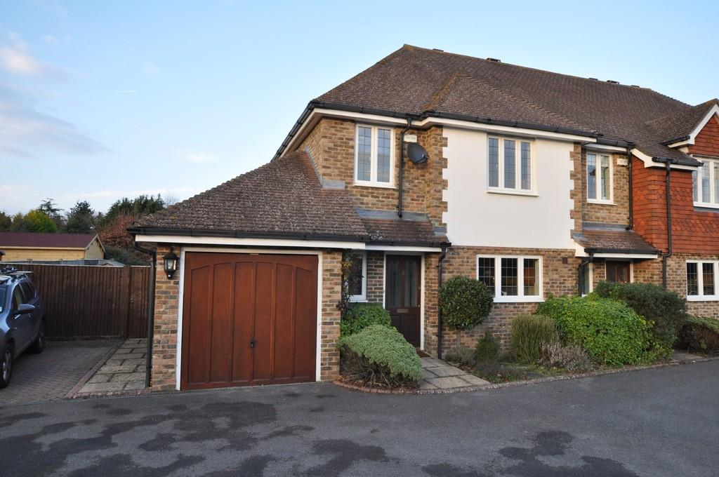 3 Bedrooms End Of Terrace House for sale in Anchor Close, Normandy