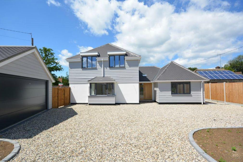 4 Bedrooms Detached House for sale in London Road, Great Notley, Braintree, Essex, CM77