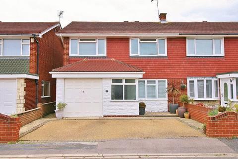 3 bedroom semi-detached house for sale - Godwit Road, Milton