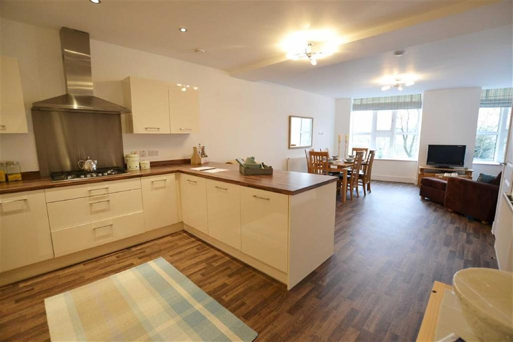 4 Bedrooms Town House for sale in Quaker Heights, Brierfield, Lancashire