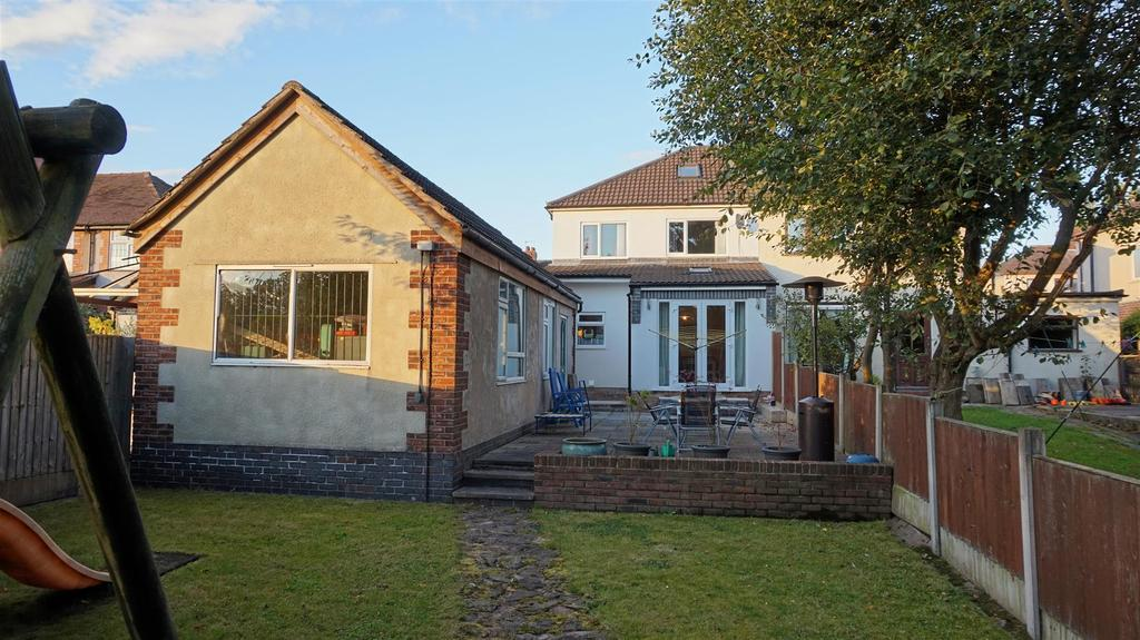 3 Bedrooms Semi Detached House for sale in Dimsdale Parade West, Wolstanton, Newcastle, Staffs