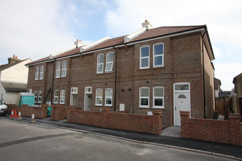 3 Bedrooms Terraced House for sale in Fairlight Road, Eastbourne BN22
