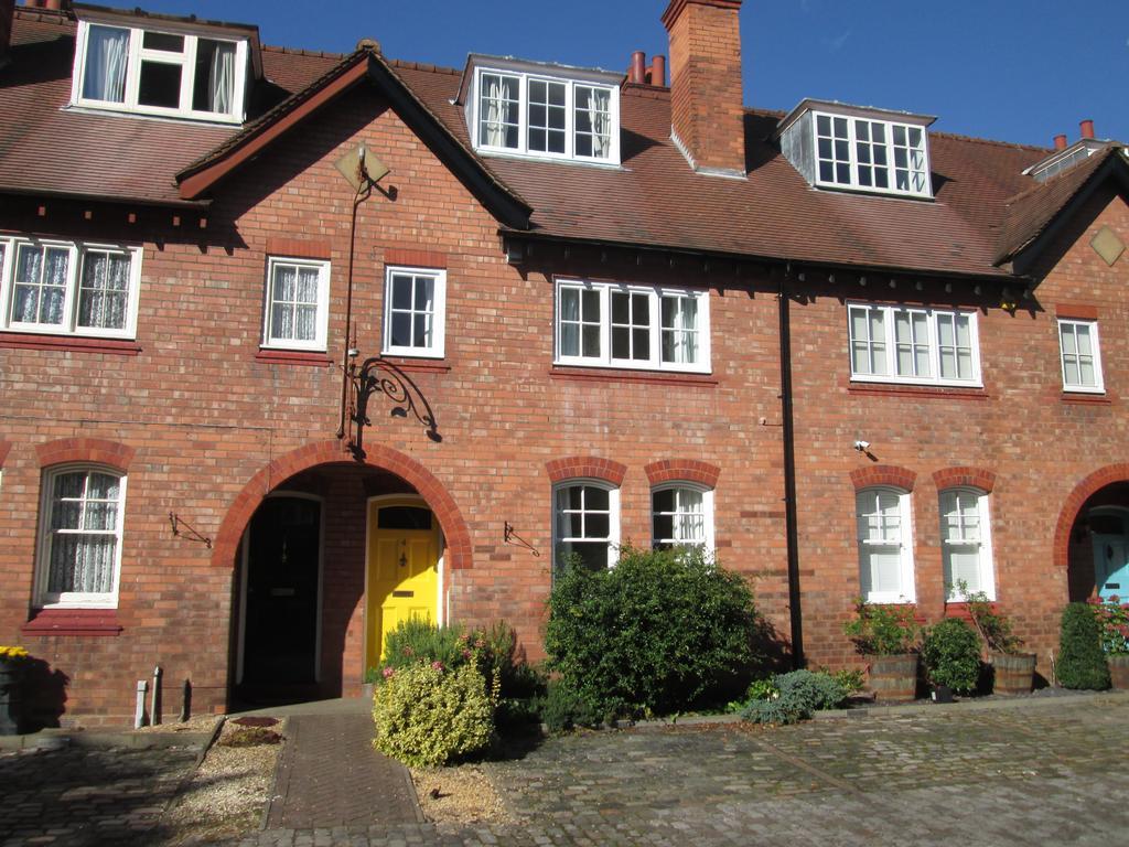 3 Bedrooms Terraced House for rent in Rose Road, Harborne, Birmingham B17